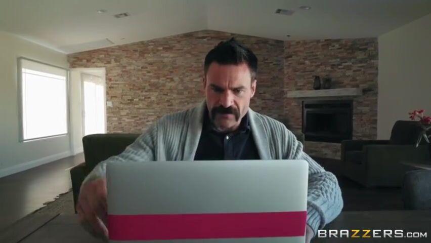 Порно Видео Отец Увидел Дочку